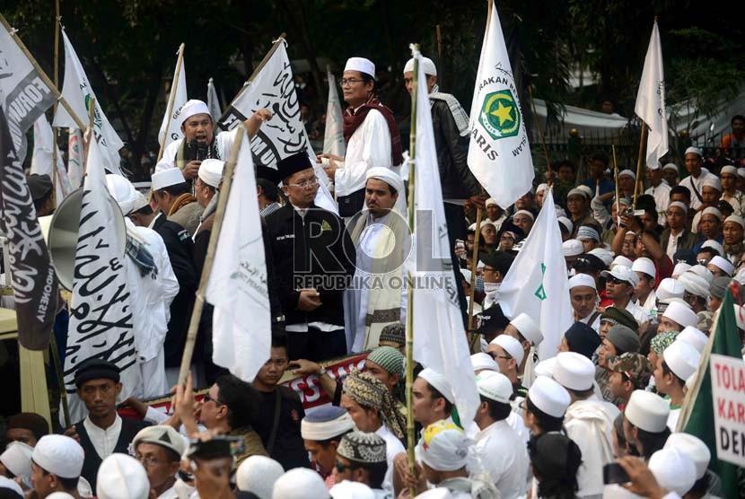 Forum Umat Islam menggelar aksi (ilustrasi).