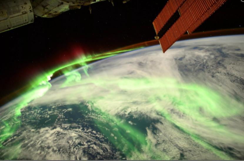 Foto aurora di Bumi yang diambil dari ISS oleh astronaut ESA