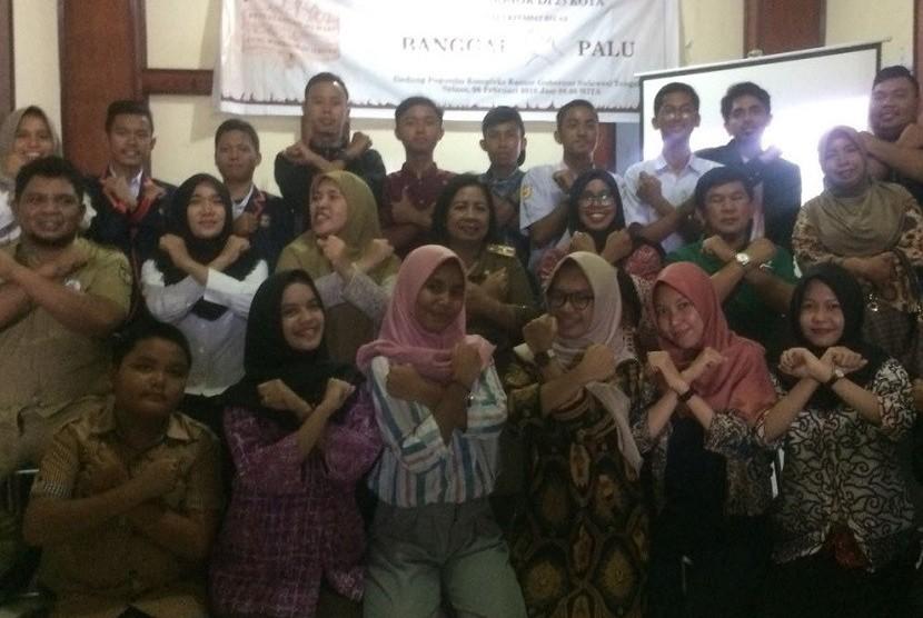Foto bersama Warrior FCTC dan komunitas Anak Muda kota Palu usai pementasan Wayang FCTC warrior