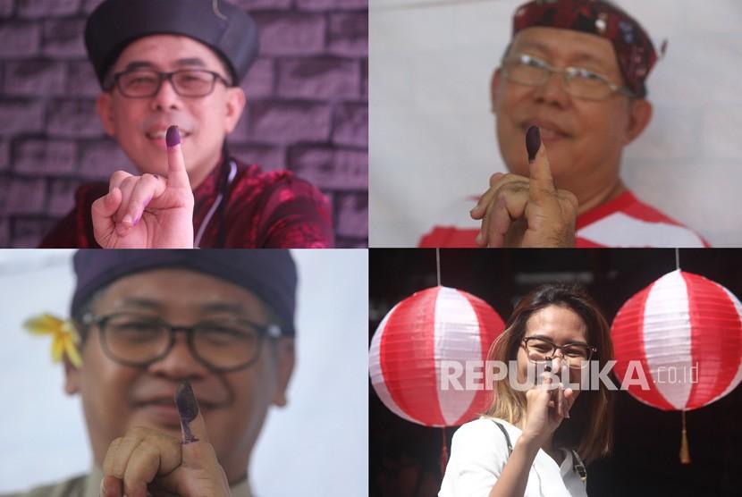 Foto kolase warga menunjukkan jari tangannya usai menggunakan hak pilihnya pada Pemilu 2019 di TPS Bhinneka Tunggal Ika, Rungkut Mapan Barat, Surabaya, Jawa Timur, Rabu (17/4/2019).