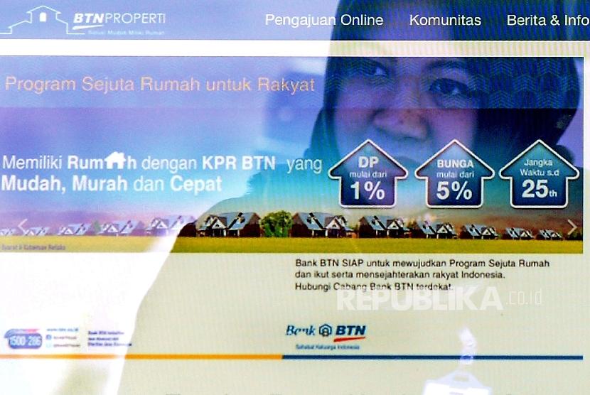 Foto multiple exposure menampilkan layanan digital di Stand Bank BTN pada pameran Indonesia Property Expo (IPEX) 2017 di Jakarta Convention Center (JCC), Senayan, Jakarta, Ahad (19/2).