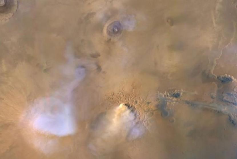 Foto planet Mars yang diambil dari Mars Reconnaissance Orbiter NASA.