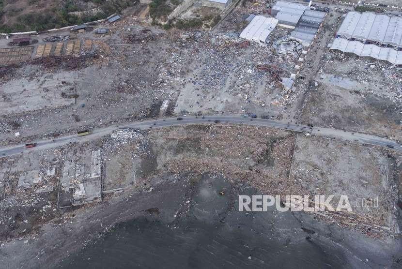 Foto udara dampak kerusakan akibat gempa dan tsunami di Tondo, Palu, Sulawesi Tengah, Rabu (3/10).