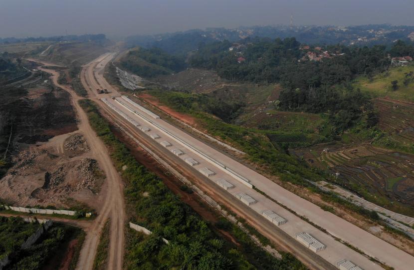 Foto udara proyek tol Cileunyi-Sumedang-Dawuan (Cisumdawu) di Jatinangor, Kabupaten Sumedang, Jawa Barat (ilustrasi)