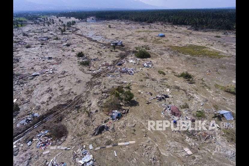 Foto udara suasana kerusakan akibat pencairan (likuefaksi) tanah yang terjadi di Desa Jono Oge, Sigi, Sulawesi Tengah, Kamis (4/10).