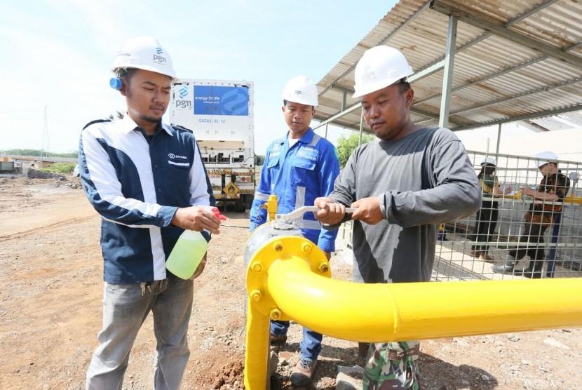 Gagas Energy Indonesia mengalirkan Compress Natural Gas (CNG) atau gas alam terkompresi  untuk produsen aspal nasional PT Liman Jaya Trans Mix, Senin (28/5)