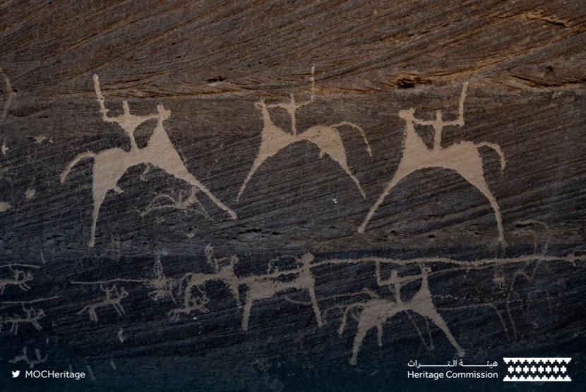 Pegunungan Hima Saudi Masuk Daftar Warisan Dunia UNESCO. Gambar di batu cadas di situs kuno pegunungan Hima, Arab Saudi.