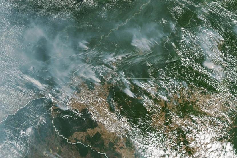 Gambar satelit menunjukkan beberapa kebakaran yang membakar di negara bagian Brasil Amazon.