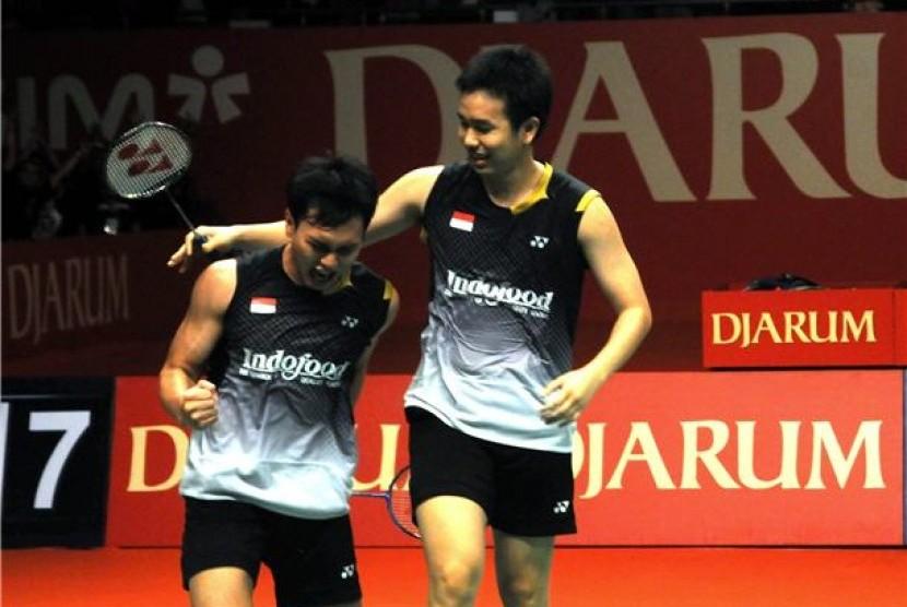 Ganda putera Indonesia, Mohammad Ahsan/Hendra Setiawan, melakukan selebrasi usai memenangkan pertandingan.