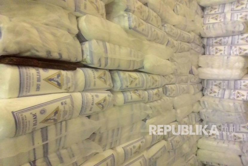 Garam asal Madura dan Jepara di Pasar Induk Legi Solo.