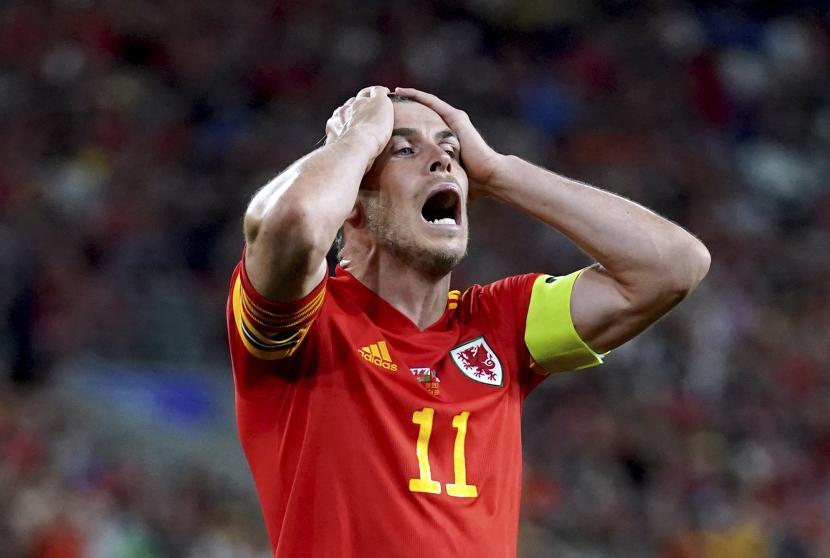 Gareth Bale dari Wales menyesali peluang yang hilang selama pertandingan sepak bola kualifikasi Piala Dunia 2022 antara Wales dan Estonia di Stadion Cardiff City, Wales, Rabu 8 September 2021.
