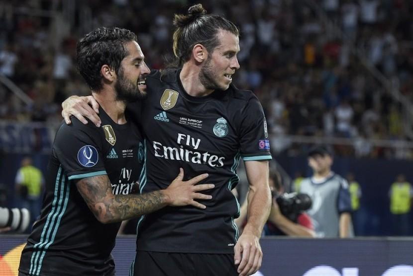 Gareth Bale (kanan) dan Isco.