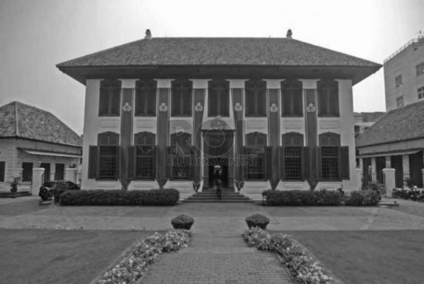 Gedung Arsip Nasional RI. Gedung ini salah satu saksi bisu kejamnya masa perbudakan di Batavia.