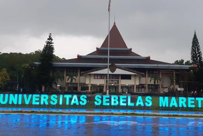 Gedung kantor pusat Universitas Sebelas Maret (UNS) Solo.