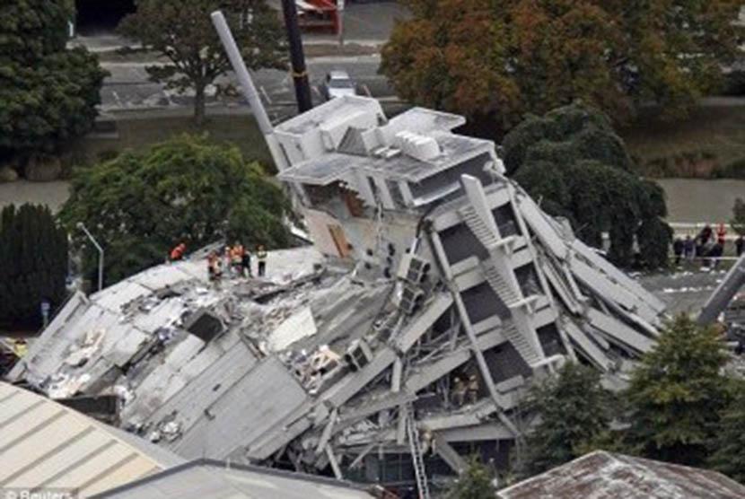 Gedung runtuh (ilustrasi)