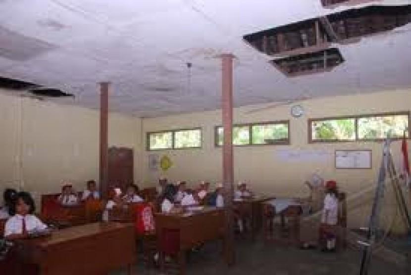 6100 Koleksi Gambar Kursi Sekolah Rusak HD Terbaru
