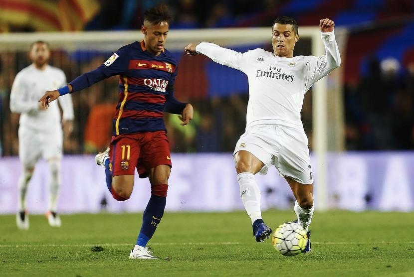 Gelandang Barcelona, Neymar Jr (kiri) dan striker Real Madrid, Cristiano Ronaldo.
