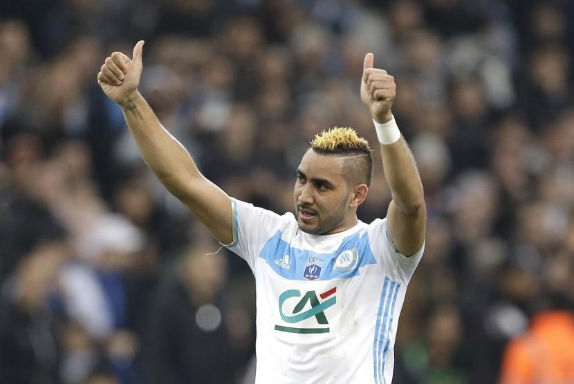 Gelandang Marseille menjalani laga perdananya di Prancis melawan Lyon di stadion Velodrome, Selasa (31/1). Payet baru hijrah dari West Ham United.