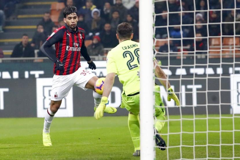 Gelandang serang AC Milan Lucas Paqueta saat menjebol gawang Cagliari.