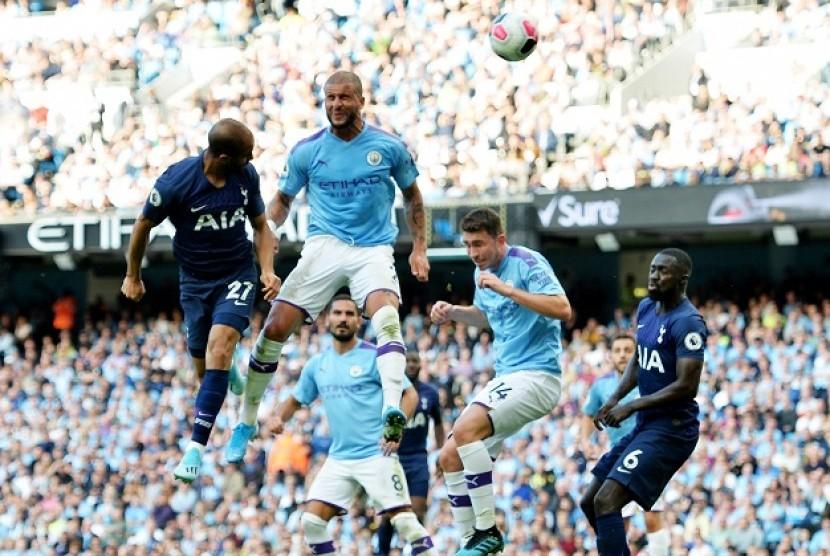 Gelandang serang Tottenham Hotspur Lucas Moura (kiri) menjebol gawang Manchester City.