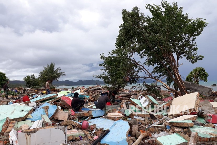 Settlements along South Kalianda coastline, South Lampung Regency, Lampung, heavily damaged by tsunami that hit the area on Saturday (Dec 22) night.