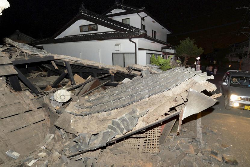 Otoritas Jepang Lanjutkan Pencarian Korban Gempa Republika Online