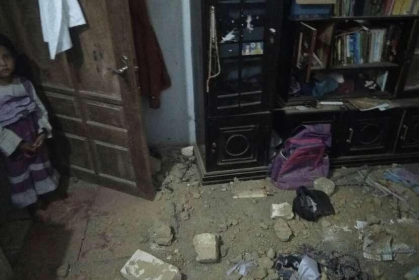 Gempa di Situbondo, Jatim, Kamis (11/10), menyebabkan sejumlah bangunan rusak.