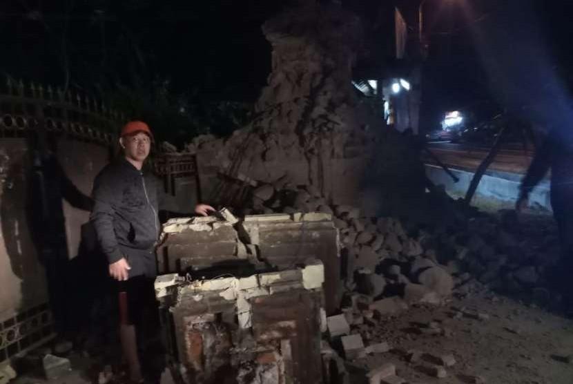 Gempa merusak bangunan di Situbondo, Jatim, Kamis (11/10), pukul 01.44 WIB.