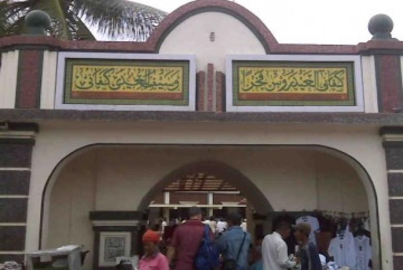 Gerbang masuk Masjid Luar Batang