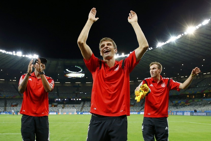 Germany's national soccer players (L-R) Jerome Boateng, Thomas Mueller and Kevin Grosskreutz celebrate after their 2014 World Cup semi-finals against Brazil at the Mineirao stadium in Belo Horizonte July 8, 2014