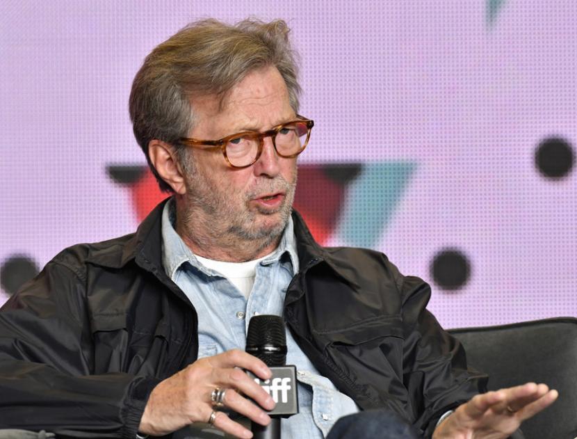 Gitaris Eric Clapton mengaku merasakan efek samping setelah mendapatkan suntikan vaksin AstraZeneca.