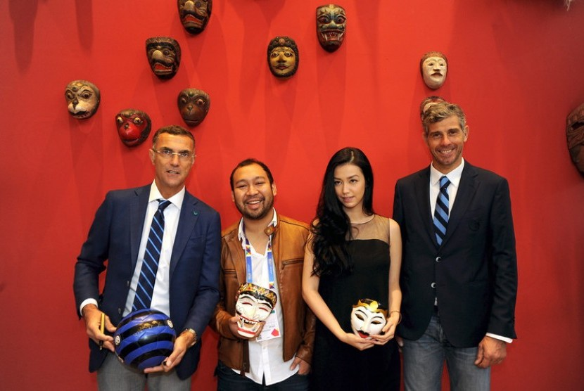 Giuseppe Bergomi dan Francesco Toldo bersama Didit Hediprasetyo dan Velove Vexia kunjungi Paviliun Indonesia di Milan Expo 2015.