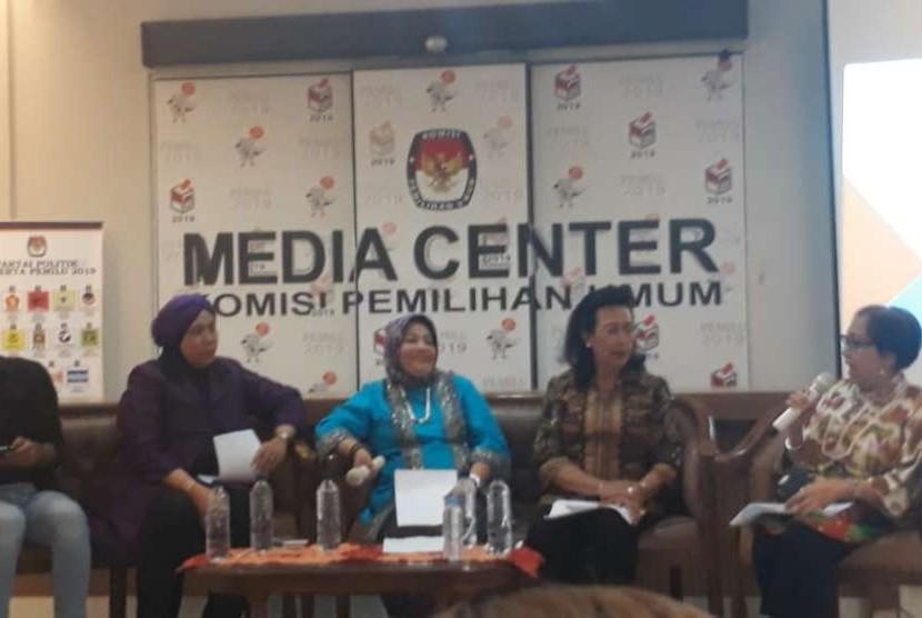 GKR Hemas (dua dari kiri) dalam Konferensi Pers yang diselenggarakan oleh KPPRI, KPPI, MPI, dan Perludem, Rabu (26/9).