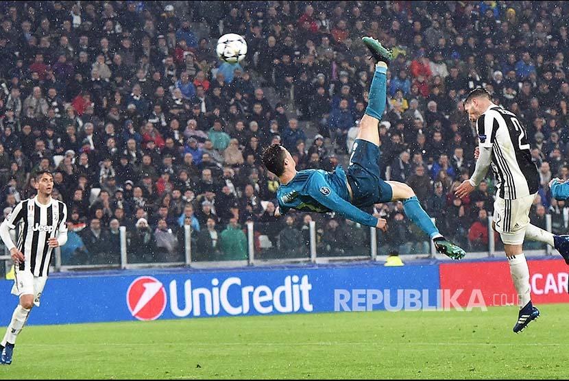 Gol spektakuler Cristiano Ronaldo ke gawang Juventus pada  leg pertama perempat final Champions League Eropa antara Juventus and Real Madrid, di Juventus Stadium, Turin, Itali, Rabu (4/3) dini hari.