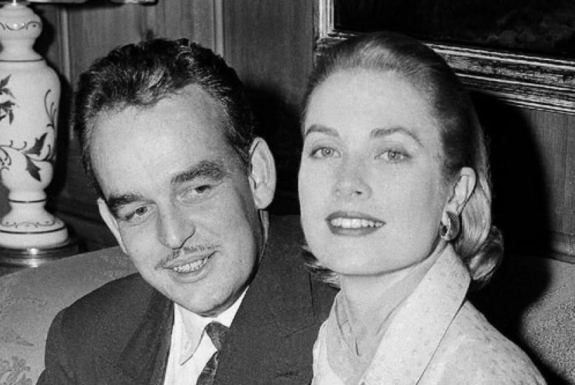 Grace Kelly, kanan, bersama Pangeran Rainier III.