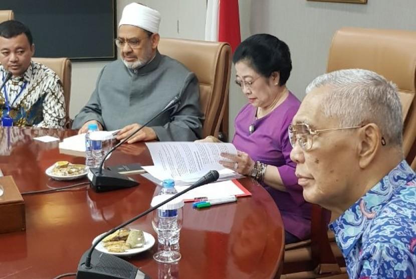 Grand Mufti Al Azhar, Mesir, Syekh Ahmed Muhammed Ahmed Ath-Thayeb  ini bertemu dengan Badan Pembinaan Ideologi Pancasila (BPIP).