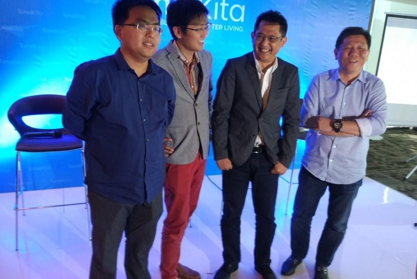 Group CEO Wecash George Zhi, CEO TunaiKita, James Chan, COO TunaiKita Andry Huzain, Managing Director PT Kresna Graha Investama Suryandy Jahja saat peluncuran aplikasi TunaiKita di Jakarta, belum lama ini.