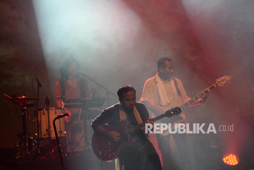 Grup musik Fourtwnty saat tampil pada konser musik tanah air Liztomania Vol 6 bertajuk