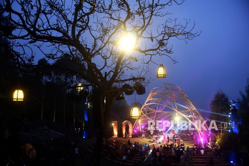 Jazz Gunung Bromo 2021 akan digelar pada 25 September dengan menerapkan protokol kesehatan (prokes) secara ketat hingga mewajibkan penggunaan aplikasi PeduliLindungi. (Foto dokumentasi: Jazz Gunung di Gunung Bromo, Probolinggo, Jawa Timur)