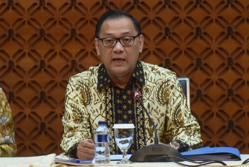 Gubernur Bank Indonesia Agus Martowardojo menyampaikan hasil Rapat Dewan Gubernur di Jakarta, Selasa (22/8).