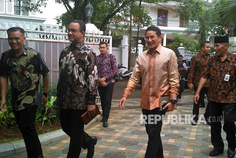 Gubernur dan Wakil Gubernur DKI Jakarta Anies Baswedan-Sandiaga Uno mendatangi kediaman BJ Habibie di Kuningan, Jakarta Selatan, Rabu (25/10).