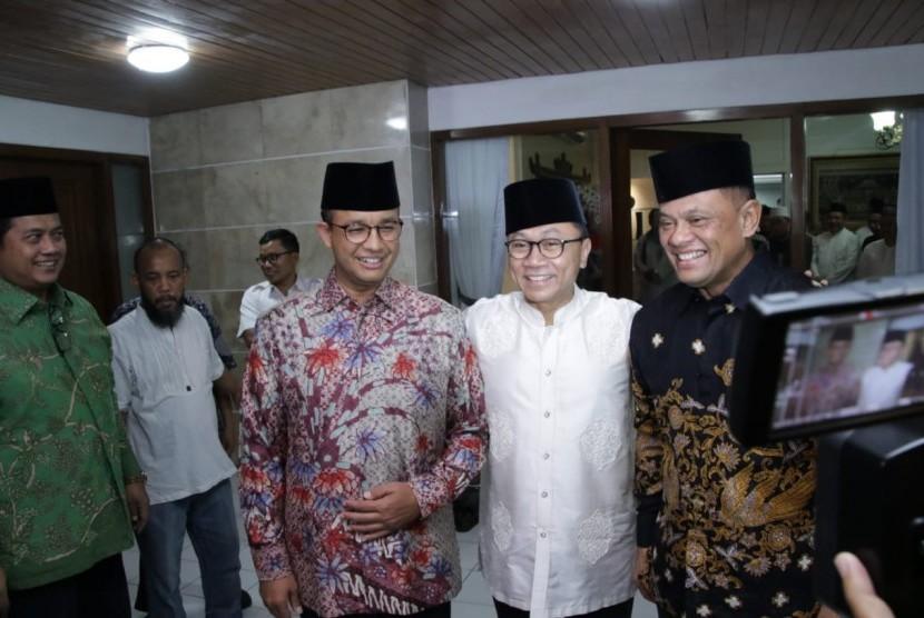 Gubernur DKI Jakarta Anies Baswedan, Ketua MPR Zulkifli Hasan dan mantan panglima TNI Gatot Nurmantyo saat buka puasa bersama, Rabu (30/5).