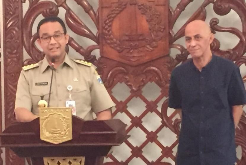Gubernur DKI Jakarta, Anies Baswedan, menyampaikan pidato di Balairung, Balaikota Jakarta, Selasa (13/8).
