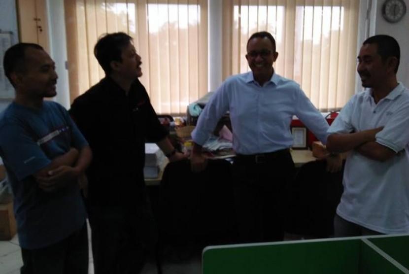 Gubernur DKI Jakarta Anies Baswedan saat mengunjungi Kantor Republika, Selasa (12/6).
