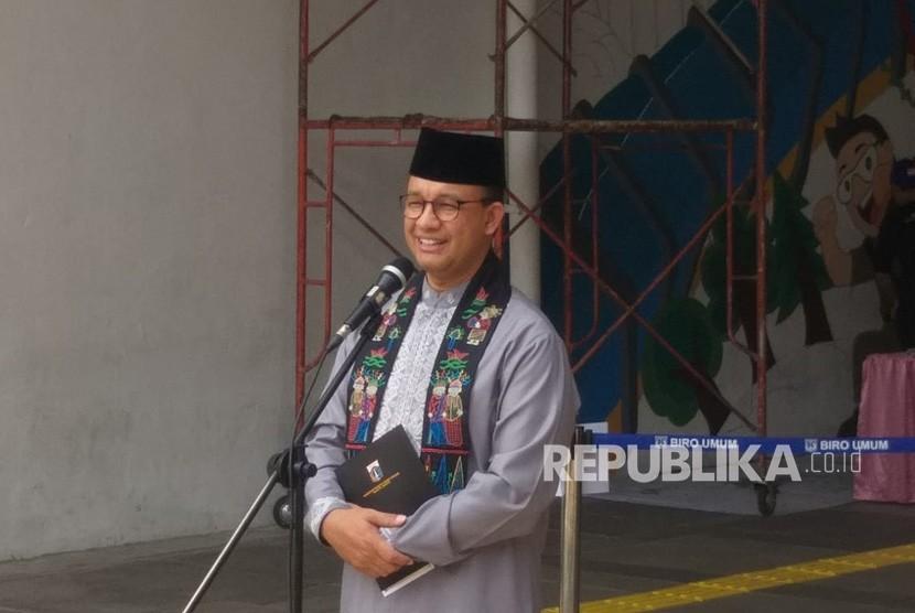 Gubernur DKI Jakarta Anies Rasyid Baswedan di Terowongan Jalan Kendal saat berlangsungnya kegiatan mural menyambut HUT ke-492 DKI Jakarta, Jumat (21/6).