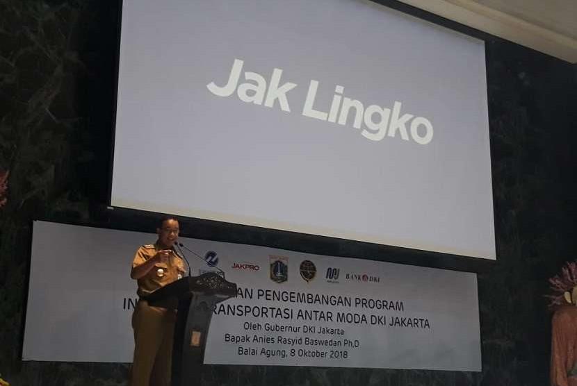 Gubernur DKI Jakarta Anies Rasyid Baswedan memperkenalkan nama baru program transportasi integrasi DKI Jakarta, yaitu 'Jak Lingko' sebagai pengganti nama program Ok-Otrip, di Balai Kota DKI Jakarta, Senin (8/10).