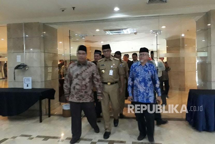 Gubernur DKI Jakarta Anies Rasyid Baswedan menghadiri rapat paripurna Majelis Ulama Indonesia (MUI) Provinsi DKI Jakarta tahun 2017 di Hotel Grand Cempaka, Jakarta Pusat, Selasa (24/10).
