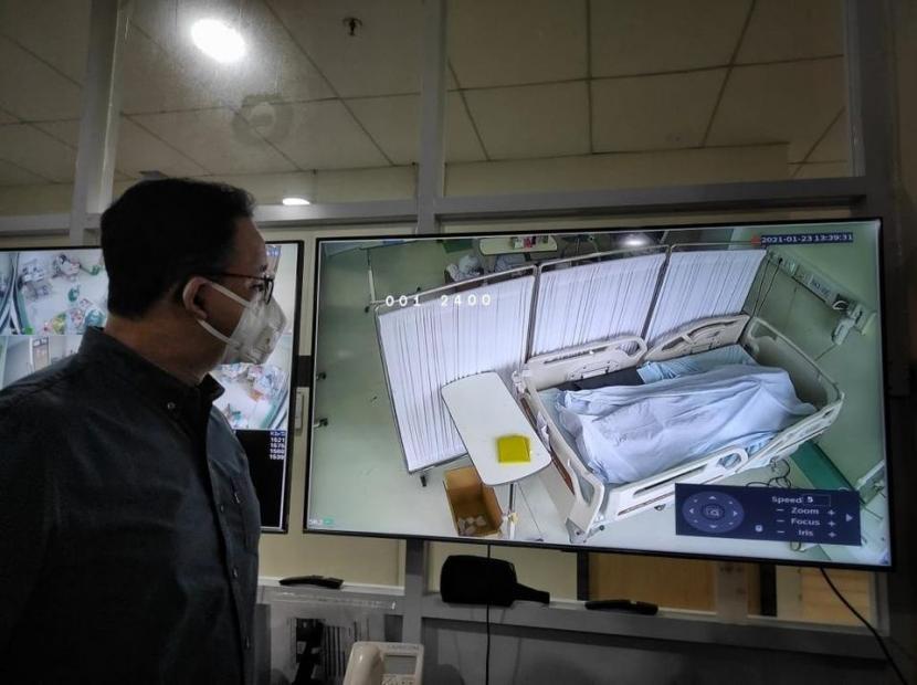 Gubernur DKI Jakarta Anies Rasyid Baswedan mengunjungi Rumah Sakit Umum Daerah (RSUD) Cengkareng, Jakarta Barat,