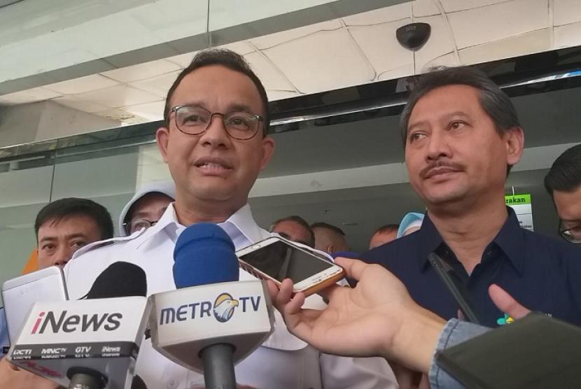 Gubernur DKI Jakarta Anies Rasyid Baswedan meninjau RS Tarakan, Jakarta Pusat, Rabu (22/5).
