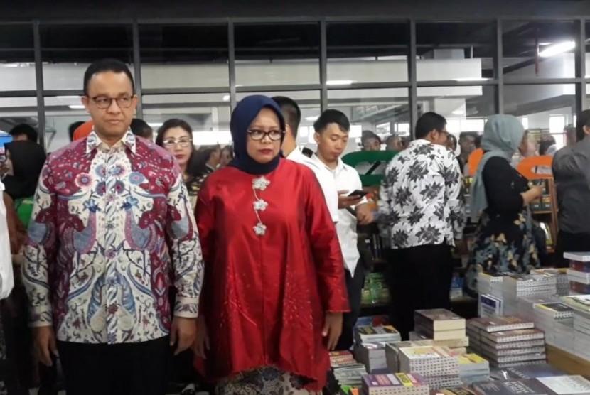 Gubernur DKI Jakarta Anies Rasyid Baswedan meresmikan Pasar Buku Jakbook di Pasar Kenari, Jakarta Pusat, Senin (29/4).